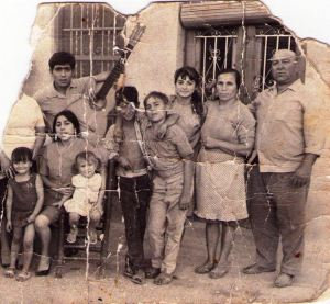 Vicente the second on the far right, surrounded by his family.